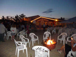Firepit%20with%20restaurant[1]